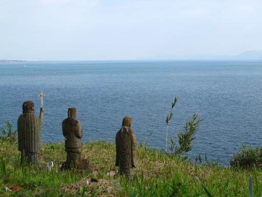 Hara Castle Ruins - Three Statues