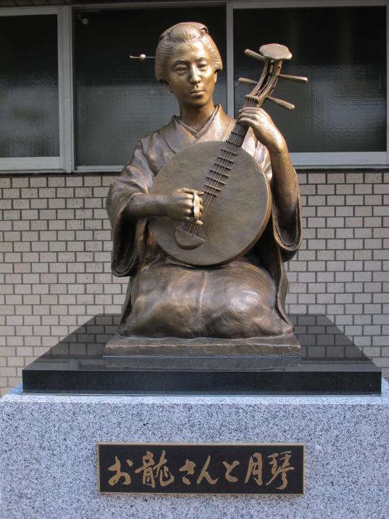 Statue of Oryo with Gekkin (Moon Guitar)